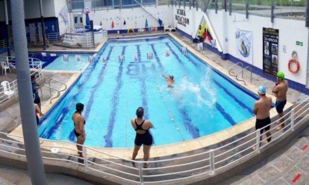 ¿Es posible que mi colegio haga un convenio con una academia de natación?