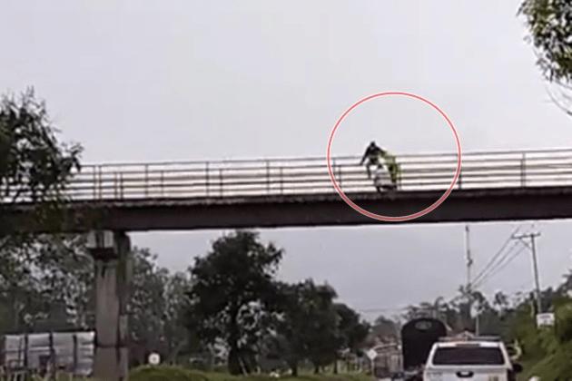 Joven intentó suicidarse en puente peatonal en la vía Fusagasugá – Silvania