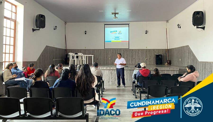 Nuevo polideportivo y ayudas a campesinos de Chipaque