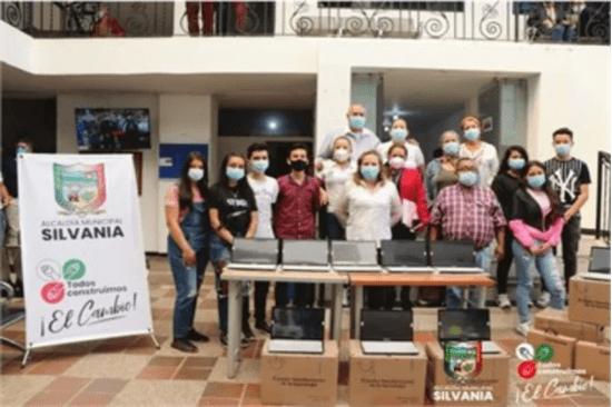 Alcaldía de Silvania entrega apoyos a comunidad